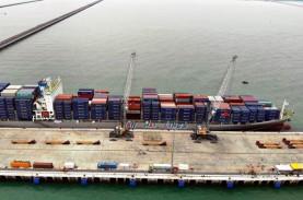 Di Tengah Pandemi, Arus Barang di Pelabuhan Kuala…