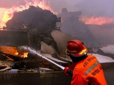 Kebakaran Gudang Pabrik Popok Milik PT Unirama Duta Niaga di Malang Jawa Timur