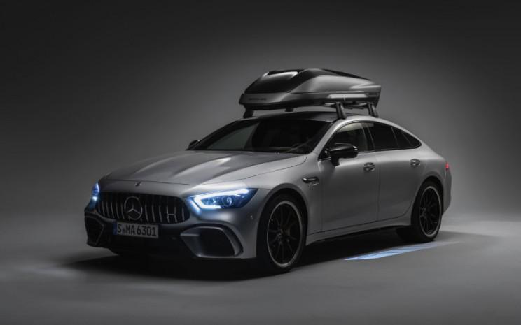 Roof box cocok untuk penggunaan sehari-hari. Selain versi yang cocok untuk semua model, versi tambahan direkomendasikan untuk kendaraan coup Mercedes Benz.  - MERCEDES BENZ