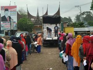 Pembagian Bantuan Beras Progam Keluarga Harapan di Sumatra Barat