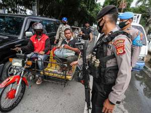 Petugas Gabungan Gelar Operasi Gabungan Pendisiplinan Protokol Kesehatan di Aceh