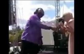 Dangdutan Wakil Ketua DPRD Tegal, Wali Kota Tegal Ternyata Ikut Nyawer?