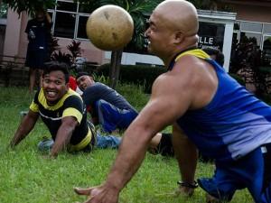 Penyandang Disabilitas Berlatih Sepak Bola Tangan di Bandung