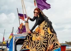 Gaya Elegan Susi Pudjiastuti dengan Koleksi Batik Anne Avantie