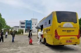 10 Unit Bus Sekolah Evakuasi Ribuan Pasien Covid-19