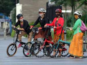 PBI Kampanyekan Gerakan Selasa Bersepeda Dengan Kebaya