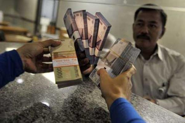 Pelaku UMKM mendapatkan pinjaman dari perbankan. - ilustrasi