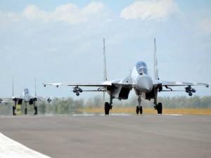 Pesawat Sukhoi Bermanuver di Udara saat Latihan Puncak Komando Operasi Angkatan Udara II Sikatan Daya 2020