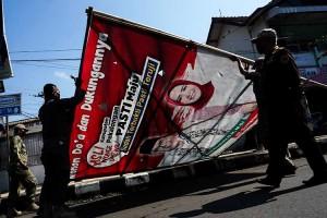 Bawaslu Bersama Satpol PP Tertibkan Alat Peraga Kampanye Pilkada 2020