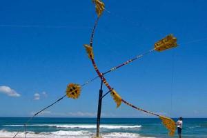 Perangi Covid-19, Seniman di Bali Buat Karya Instalasi Berjudul Panah Cakra Baskara