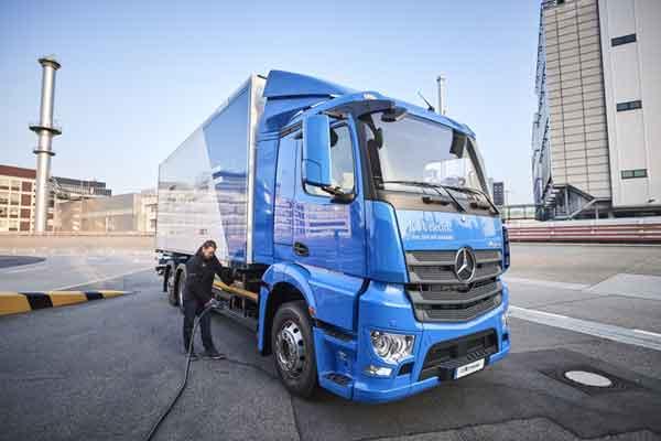 Mercedes - Benz eActros. /Daimler