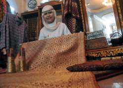 Kain Endek Bali Jadi Bahan Pilihan Christian Dior