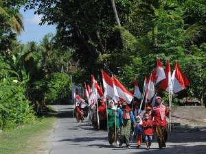 Warga Klaten Gelar Kirab Bendera Merah Putih Saat Peringatan Hari Kesaktian Pancasila