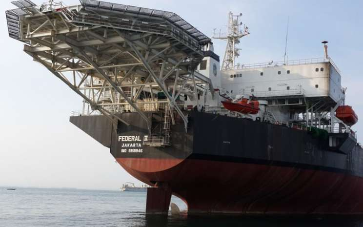 Kapal floating storage & offloading (FSO) milik PT Radiant Utama Interisco Tbk. Kapal tanker ini merupakan salah satu aset Radiant di segmen usaha FSO.  - radiant.co.id