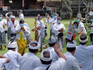 Tradisi Perang Ketupat di Bali Tetap Digelar di Tengah Pandemi