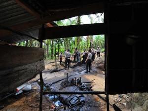 Aparat Kepolisian Tutup 50 Titik Sumur Pengeboran Minyak Ilegal di Jambi