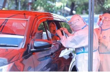 Luhut Minta Petugas Kesehatan, Polisi, TNI, dan Satpol PP Wajib Uji Swab