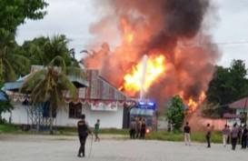 Massa Membakar Kompleks Kantor Bupati Keerom