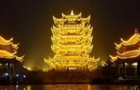 China Sulap  Menara Bangau Kuning Wuhan jadi Objek Wisata Malam