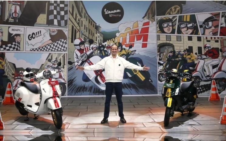 Vespa Sprint 150 Racing Sixties dan Vespa GTS 300 High Performance Engine (HPE) Racing Sixties.  - Vespa