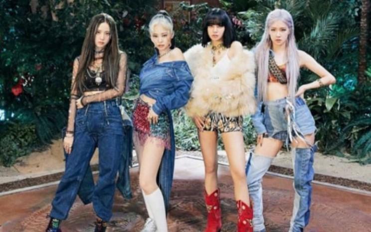 Pakaian yang  dikenakan oleh Blackpink dalam video How You Like That. - Intagram