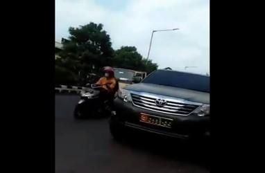 Viral, Warga Sipil Kedapatan Pakai Mobil Dinas TNI