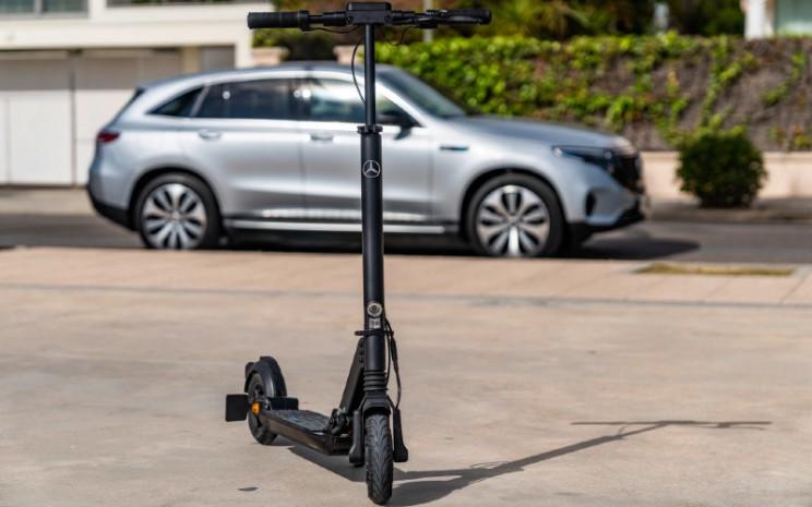 Mercedes Benz eScooter.  - DAIMLER