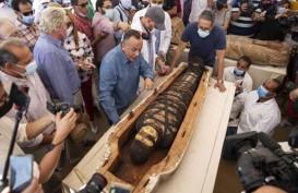 59 Peti Mati Kuno Berisi Mumi Berusia 2.600 Tahun Ditemukan di Dekat Piramida Mesir