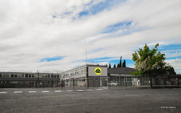 Pusat produksi dan perakitan Lotus Cars di Norwich, Inggris.  - Lotus Cars