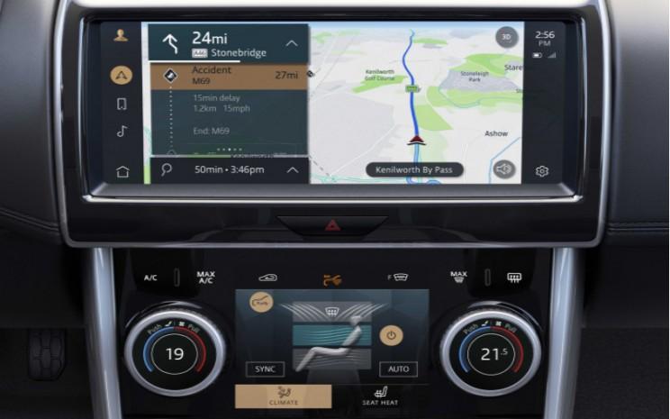 Konektivitas Pivi Pro disediakan oleh kemampuan dual/sim yang disematkan, dengan dua modem LTE yang memungkinkan sistem untuk menjalankan beberapa fungsi pada saat yang bersamaan. Jaguar