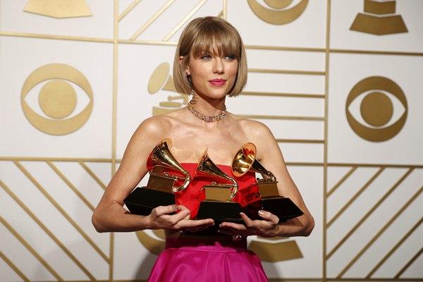 Taylor Swift di ajang Grammy Awards 2016 - Reuters/Mario Anzuoni