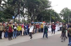 Ratusan Mahasiswa Orasi Tolak Omnibus Law di Dekat Istana Presiden