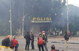 Unjuk Rasa Memanas, Pos Polisi Kawasan Monas Dibakar Massa