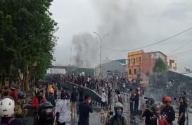 Polisi dan Pengunjuk Rasa di Makassar Saling Serang
