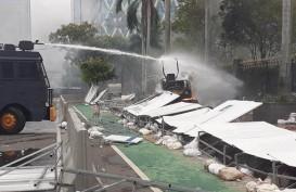 Aksi Tolak UU Cipta Kerja di Jakarta Ricuh, Fasilitas Proyek MRT Rusak