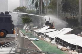 Aksi Tolak UU Cipta Kerja di Jakarta Ricuh, Fasilitas…