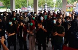 Demonstran Tolak UU Cipta Kerja Duduki Ruang Sidang DPRD Sragen