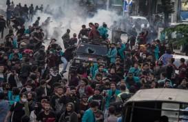 Polisi Lakukan Kekerasan terhadap Massa Demo Omnibus Law, Ini Kecaman Politisi hingga Netizen