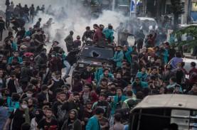 Polisi Lakukan Kekerasan terhadap Massa Demo Omnibus…