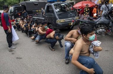 Polisi Palembang Memulangkan Mahasiswa dan Pelajar Demonstran UU Cipta Kerja