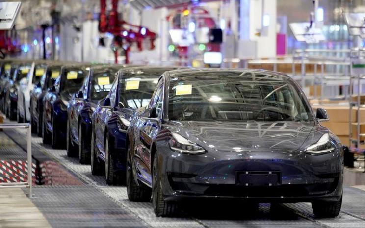 Tesla Model 3 tengah diproduksi di pabrik Shanghai, China, 7 Januari 2020. /Reuters