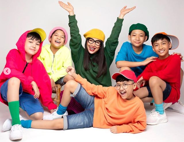Titi DJ membentuk grup musik anak baru yakni Dear Juliets. - Instagram