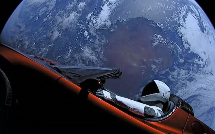 Tesla Roadster yang terbang menuju Planet Mars. ANTARA - New York Post