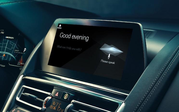 BMW Intelligent Personal Assistant. BMW Group berkomitmen untuk mengembangkan dan menggunakan aplikasi AI yang mempromosikan kesejahteraan pelanggan, karyawan, dan mitra.  - BMW