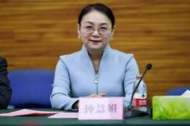 Zhong Huijuan, Mantan Guru Kimia yang Menjelma Jadi…