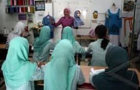KomunitasTuli Gresik Dapat Pendidikan Keterampilan Busana