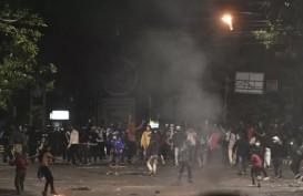 Aksi 1310 UU Cipta Kerja, Polisi Sebut Ambulans Kabur Bawa Batu untuk Demonstran