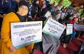 Purwakarta Salurkan Bansos Tunai untuk Korban PHK