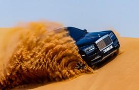 Rolls-Royce Cullinan Meliuk di Medan Pasir