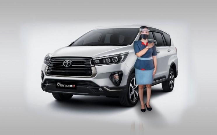 Toyota Innova Venturer.  - Auto2000